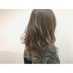セミロング アッシュ グレージュ ハイライト ヘアスタイルや髪型の写真・画像