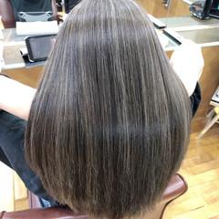 アッシュグレー グレージュ セミロング フェミニン ヘアスタイルや髪型の写真・画像