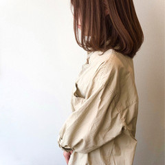 アッシュベージュ 鎖骨ミディアム ナチュラル ロブ ヘアスタイルや髪型の写真・画像