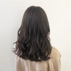 オフィス ナチュラル セミロング 暗色カラー ヘアスタイルや髪型の写真・画像