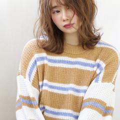 ミディアム 簡単スタイリング ウルフカット フェミニン ヘアスタイルや髪型の写真・画像