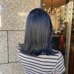 ブルーブラック ミディアム ブルージュ 切りっぱなしボブ ヘアスタイルや髪型の写真・画像