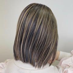 ブリーチカラー コントラストハイライト ミディアム バレイヤージュ ヘアスタイルや髪型の写真・画像