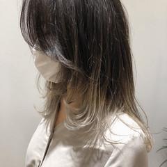 グラデーションカラー ホワイトグラデーション セミロング ウルフレイヤー ヘアスタイルや髪型の写真・画像