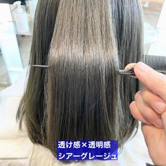 ストレート グレージュ ミディアム ナチュラル ヘアスタイルや髪型の写真・画像