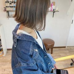 ミニボブ ストリート メッシュ グレージュ ヘアスタイルや髪型の写真・画像