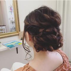 結婚式 波ウェーブ ヘアアレンジ 後れ毛 ヘアスタイルや髪型の写真・画像