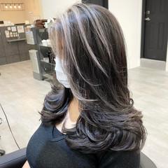 レイヤーカット アッシュベージュ ストリート ミディアムレイヤー ヘアスタイルや髪型の写真・画像