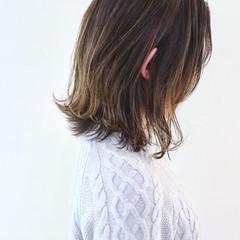ハイライト ミディアムレイヤー ナチュラル アンニュイほつれヘア ヘアスタイルや髪型の写真・画像