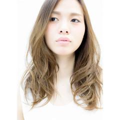 外国人風 グラデーションカラー ハイライト ミルクティーベージュ ヘアスタイルや髪型の写真・画像