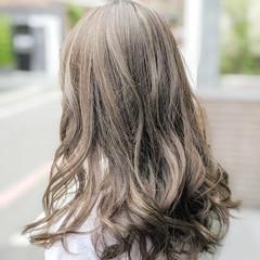 グラデーションカラー グレージュ ダブルカラー 派手髪 ヘアスタイルや髪型の写真・画像