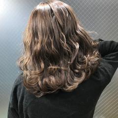 ローライト 成人式 ナチュラル ミディアム ヘアスタイルや髪型の写真・画像