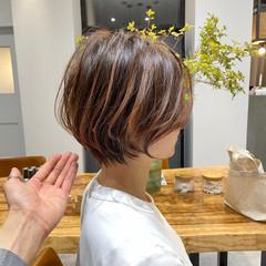ショートヘア ショート ナチュラル 切りっぱなしボブ ヘアスタイルや髪型の写真・画像