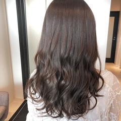 ロング ナチュラル イルミナカラー ミルクティーグレージュ ヘアスタイルや髪型の写真・画像