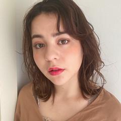 外国人風フェミニン 無造作パーマ シアーベージュ ミディアム ヘアスタイルや髪型の写真・画像