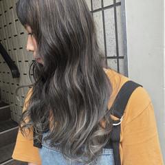 ハイライト ロング ナチュラル グレージュ ヘアスタイルや髪型の写真・画像