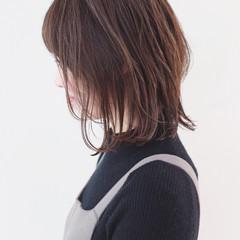 パーマ ストリート ミディアムレイヤー グラデーションカラー ヘアスタイルや髪型の写真・画像