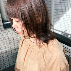 ナチュラル ミディアム レイヤーカット ヘアスタイルや髪型の写真・画像