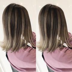 ホワイトベージュ バレイヤージュ ナチュラルベージュ ボブ ヘアスタイルや髪型の写真・画像