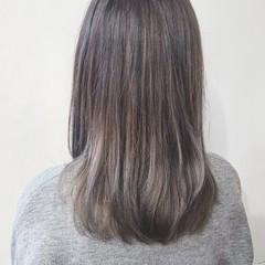 ハイライト ミディアム 外国人風 アッシュ ヘアスタイルや髪型の写真・画像