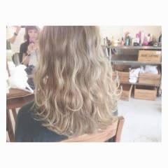 ストリート ホワイトアッシュ 外国人風カラー セミロング ヘアスタイルや髪型の写真・画像