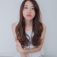 アッシュ 外国人風 ロング 前髪あり ヘアスタイルや髪型の写真・画像