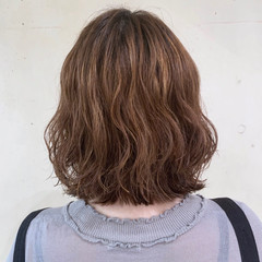 切りっぱなしボブ  コテ巻き風パーマ フェミニン ヘアスタイルや髪型の写真・画像