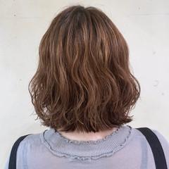 フェミニン 波ウェーブ ゆるふわパーマ  ヘアスタイルや髪型の写真・画像