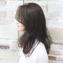 オリーブグレージュ ミルクティーグレージュ ロング ナチュラル可愛い ヘアスタイルや髪型の写真・画像