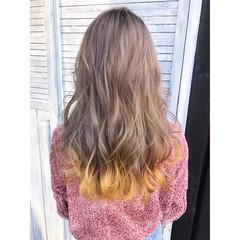ミルクティーベージュ デザインカラー ロング ベージュ ヘアスタイルや髪型の写真・画像