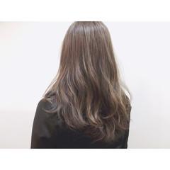 アッシュ ゆるふわ セミロング グレージュ ヘアスタイルや髪型の写真・画像