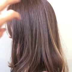 アッシュグレージュ エフォートレス ナチュラル フェミニン ヘアスタイルや髪型の写真・画像