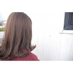 セミロング ベージュ ミディアム ミルクティーベージュ ヘアスタイルや髪型の写真・画像