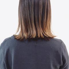 バレイヤージュ 外ハネ グラデーションカラー ナチュラル ヘアスタイルや髪型の写真・画像