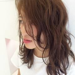 ミディアム ストリート ウェーブ ウェットヘア ヘアスタイルや髪型の写真・画像