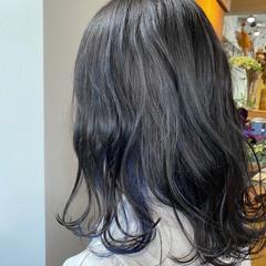波巻き インナーカラー 波ウェーブ ガーリー ヘアスタイルや髪型の写真・画像