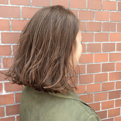 ボブ グレージュ 外ハネ 前下がり ヘアスタイルや髪型の写真・画像