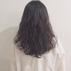 ウェットヘア ロング ナチュラル パーマ ヘアスタイルや髪型の写真・画像