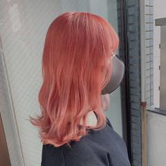 ラズベリーピンク ブリーチカラー ガーリー ミディアム ヘアスタイルや髪型の写真・画像