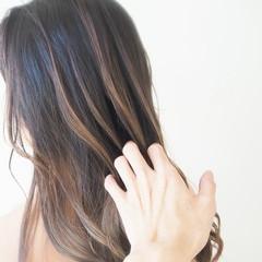 バレイヤージュ フェミニン ロング 透明感カラー ヘアスタイルや髪型の写真・画像