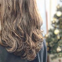 ミルクティーベージュ セミロング ガーリー ナチュラルベージュ ヘアスタイルや髪型の写真・画像