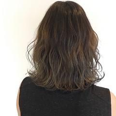 巻き髪 ナチュラル ヘアアレンジ グラデーションカラー ヘアスタイルや髪型の写真・画像