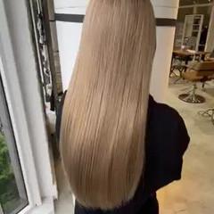 ロング ベージュ ハイトーン ブロンド ヘアスタイルや髪型の写真・画像