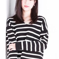 イルミナカラー ナチュラル フェミニン シースルーバング ヘアスタイルや髪型の写真・画像