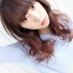 前髪パッツン ピンク ピンクブラウン グラデーションカラー ヘアスタイルや髪型の写真・画像