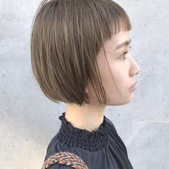 ベージュ オリーブアッシュ ショート ボブ ヘアスタイルや髪型の写真・画像