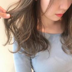フェミニン 巻き髪 モテ髪 ベージュ ヘアスタイルや髪型の写真・画像