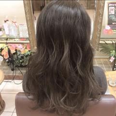 外国人風 グレージュ グラデーションカラー アッシュ ヘアスタイルや髪型の写真・画像