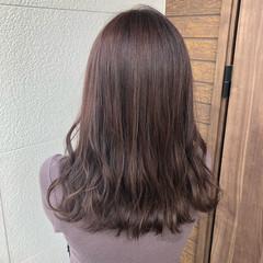ブラウンベージュ アッシュブラウン セミロング ミルクティーブラウン ヘアスタイルや髪型の写真・画像