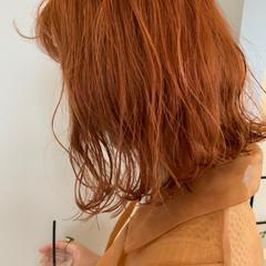 オレンジベージュ オレンジ ダブルカラー 切りっぱなしボブ ヘアスタイルや髪型の写真・画像